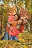 Glückliche lächelnde Familie Lizenzfreie Stockbilder