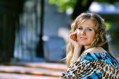 Glückliche lächelnde Frau Lizenzfreie Stockfotografie
