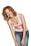 Glückliche lächelnde Frau kleidete in den Jeans an stockbilder