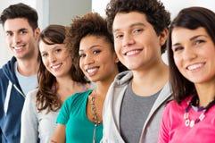 Glückliche lächelnde Freunde Lizenzfreie Stockfotos