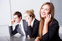 Glückliche lächelnde Geschäftsfrau Lizenzfreie Stockfotos