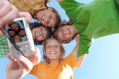 Glückliche lächelnde Gruppe Kinder Stockbild
