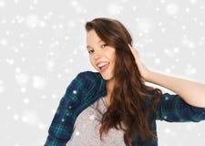 Glückliche lächelnde hübsche Jugendliche Stockfoto
