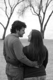 Glückliche, lächelnde junge Paare Lizenzfreie Stockfotos