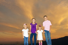 Glückliche lächelnde Kinder Lizenzfreie Stockfotos