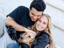 Glückliche lächelnde Paare Stockfoto