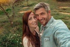 Glückliche Lebensstilpaare stockfoto