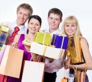 Glückliche Leute mit Geschenkkästen Stockfotos