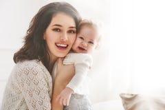 Glückliche liebevolle Familie stockfoto
