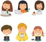Glückliche Mädchen mit Laptops lizenzfreie abbildung