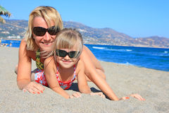 Glückliche Mama mit einer Tochter Lizenzfreie Stockfotografie