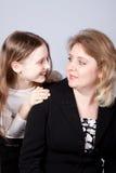 Glückliche Mama und Tochter stockfotos