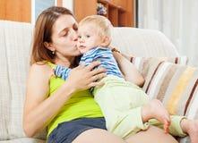 Glückliche Mamma mit Kind Stockfoto