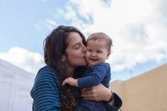Glückliche Mamma und Tochter Lizenzfreie Stockbilder
