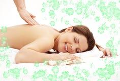 Glückliche Massage mit grünem flowe Lizenzfreie Stockbilder