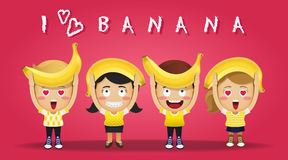 Glückliche Menschen, die große Bananen tragen Stockfotos