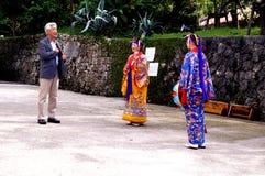 Glückliche Menschen in Okinawa, Japan lizenzfreies stockbild