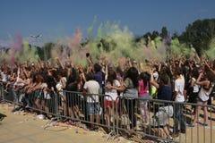 Glückliche Menschen während des Festivals von Farben Holi Lizenzfreie Stockfotografie