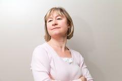 Glückliche mittlere gealterte Frau Lizenzfreies Stockfoto