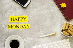 Glückliche Montag-Aufschrift auf einem hellen Hintergrund lizenzfreie stockbilder