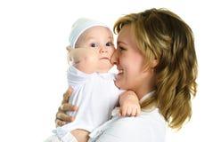 Glückliche Mutter mit ihrem Schätzchen Lizenzfreie Stockbilder