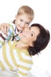 Glückliche Mutter mit kleinem Sohn Lizenzfreies Stockfoto