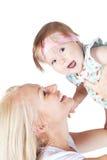 Glückliche Mutter mit kleiner hübscher Tochter Stockfoto