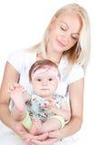 Glückliche Mutter mit kleiner hübscher Tochter Lizenzfreies Stockbild