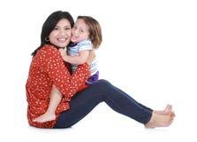 Glückliche Mutter mit lächelndem Jungen Stockbild