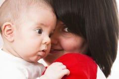 Glückliche Mutter mit Schätzchen Stockfotos