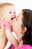 Glückliche Mutter mit Schätzchen Stockfoto