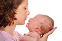 Glückliche Mutter mit Schätzchen lizenzfreies stockfoto