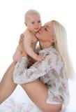 Glückliche Mutter mit Schätzchen lizenzfreie stockbilder