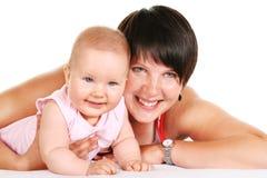 Glückliche Mutter mit Schätzchenportrait stockfoto