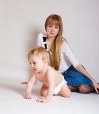 Glückliche Mutter und Schätzchen stockbild