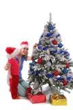 Glückliche Mutter und Tochter über Weihnachtsbaum 3 lizenzfreies stockbild