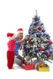 Glückliche Mutter und Tochter über Weihnachtsbaum 6 lizenzfreies stockfoto