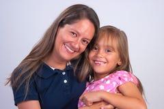 Glückliche Mutter und Tochter lizenzfreie stockfotos