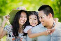 Glückliche Mutter, Vater und Tochter Stockfotos