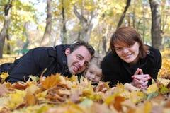 Glückliche Muttergesellschaft und kleines Mädchen stockbilder