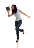 Glückliche Nachrichten auf Tablette Lizenzfreies Stockfoto
