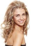 Glückliche natürliche blonde Frau Stockfoto