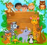 Glückliche nette Kinder der Karikatur mit Tier Hölzerne Fahne vektor abbildung