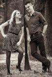 Glückliche nette Paare im Freien Stockfoto