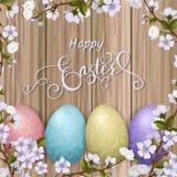 Glückliche Ostern-Beschriftung, gemalte bunte Eier Frühlingsfeiertage, Ostern-Hintergrund, Blütenbaum Stockbild