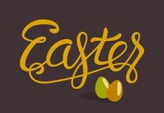 Glückliche Ostern-Beschriftung mit den Eiern lokalisiert auf Brown Lizenzfreie Stockbilder