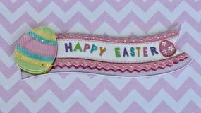 Glückliche Ostern-Fahne auf Rosa- und weißemhintergrund stockfoto