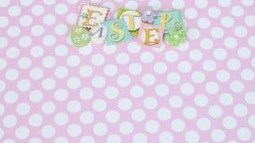 Glückliche Ostern-Fahne auf Rosa- und weißemhintergrund stockbilder