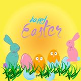 Glückliche Ostern-Karte mit Eiern, Gras, Hühnern und Kaninchen Stockfotos