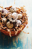 Glückliche Ostern-Weinlese und natürliche Artpostkarte Stockbilder